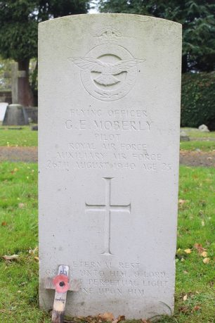Flying Officer George Moberly's gravestone in St. Mary's Churchyard