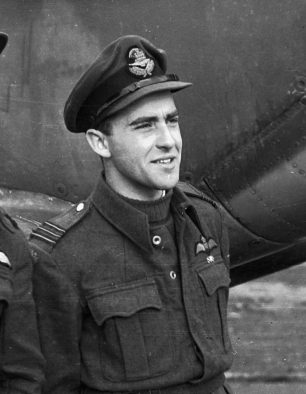 Image of Squadron Leader Syd Ford of 403 Squadron in front of a Spitfire | Image used with kind permission of The Canadian Fighter Pilot and Air Gunner Museum