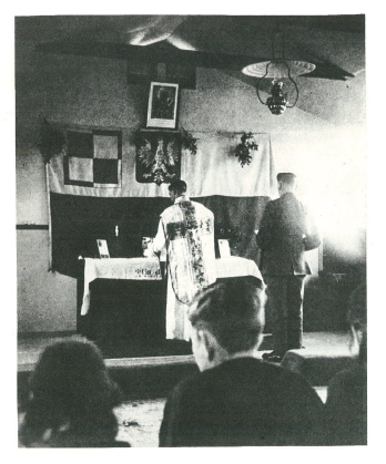 Easter mass in dispersal hut of Squadron 302, RAF Kenley 1941. Sergeant Zygmunt Karpiński is serving in the mass.