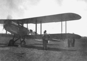 Image of an Australian DH.9A on the ground with ground crew   Eric Douglas, courtesy of ADF Serials (https://www.adf-gallery.com.au)