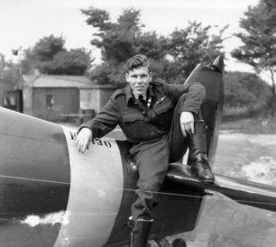 Pilot Officer James Elmer Abbotts. Photo probably taken between February and early May, 1943.  | The Abbotts family, Dean Black, Pierre Lagace.