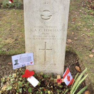 Trueman's grave at St. Luke's churchyard, Whyteleafe. Remembrance 2019.  | Linda Duffield