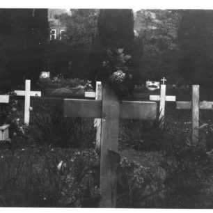 Henri Bouquillard's original grave at St. Luke's, Whyteleafe, from the rear, looking down the slope towards Whyteleafe Primary School.  | ©Eric Segonne, via Joel Diggle. Private collection.