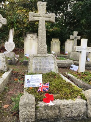The grave of Flying Officer Sealy-Allin in St. Luke's churchyard, Whyteleafe. November 2019.  | Linda Duffield