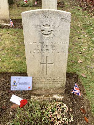 The grave of AC1 Roy Tapner in Airmen's Corner, St. Luke's churchyard, Whyteleafe. | Linda Duffield