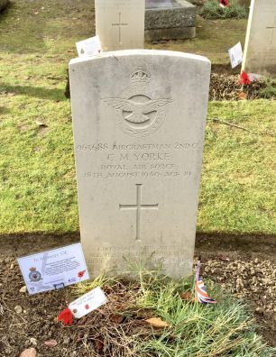 The grave of AC2 Claude Malcolm Yorke in Airmen's Corner, St.Luke's, Whyteleafe. | Linda Duffield