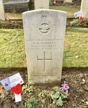 The grave of AC1 Turrell at Airmen's Corner, St. Luke's, Whyteleafe. | Linda Duffield