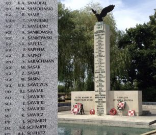P/O Samolinski (top left) remembered on the Polish War Memorial, Northolt.  | Linda Duffield