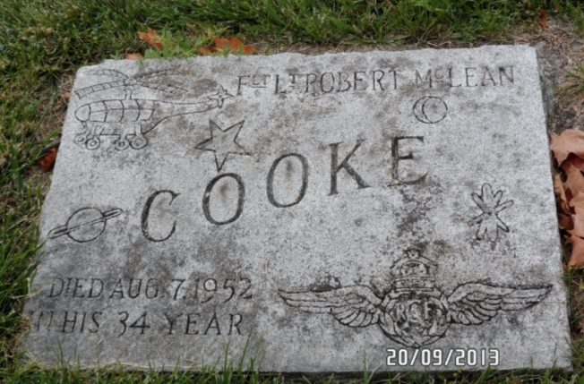 The grave marker of Robert McLean Cooke, who served at Kenley with 416 squadron in 1943. | Patricia Jackson (findagrave)