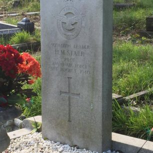 The grave of S/Ldr. Starr, Radnor Street Cemetery, Swindon.  | Vince Reed