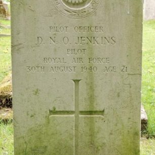 The grave of P/O Jenkins in St. Margaret's churchyard, Bagendon. | Andy Cooper