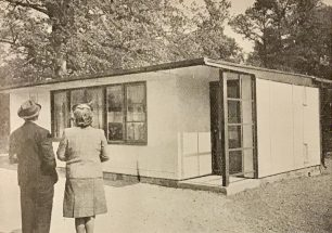 A specimen house prefabricated in the U.S.A. and erected in Britain | The Second Great War, No.90
