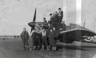 No.615 Squadron at RAF Northolt, Oct/Nov 1940. S/L Kayll, far left. F/O