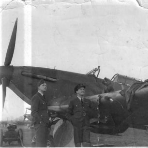 Claude Strickland, Donald Stewart and Midge, at Northolt. 615 Squadron, Oct/Nov 1940 | Stewart family via Andy Long