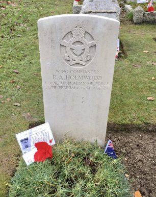 The grave of W/C Holmwood at St. Luke's, Whyteleafe.    Linda Duffield
