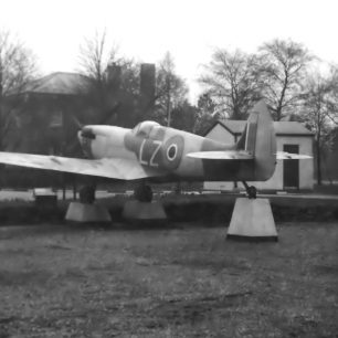 Spitfire Mk.XVIe, RR263, March 1963 | Dick Gilbert
