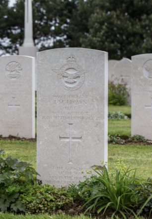 The grave of Sgt. Brown in Calais Canadian War Cemetery.  | New Zealand War Graves Project