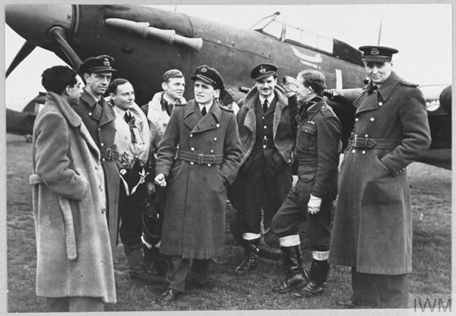 Squadron Leader Denis Smallwood, the CO of No. 87 Fighter Squadron RAF, with his pilots in front of his Hurricane (Cawnpore I) at RAF Colerne, 4 December 1941 | © IWM CH 4250