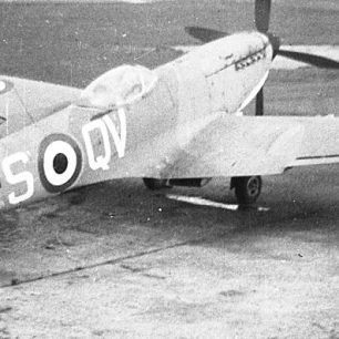 Spitfire TE351 painted to represent VT151. | Bill Fisher