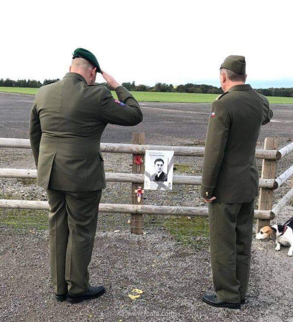 Colonel Jiří NIEDOBA and CWO Tomáš KAŠPAR salute Pilot Officer Vilém Göth. | Tom Dolezal