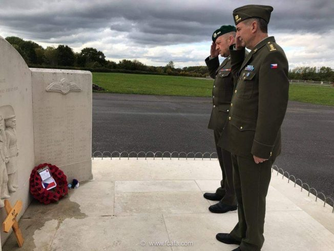 Colonel Jiří NIEDOBA, Defence Attache for the Czech Republic (wearing a cap), and Chief Warrant Officer Tomáš KAŠPAR Defence Attache's Assistant (wearing a beret) pay respects to Kenley's Czechoslovak personnel at The Tribute. | Tom Dolezal