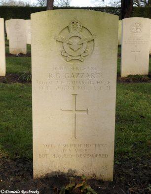 The grave of Sgt. Gazzard in Oostduinkerke Communal Cemetery, Belgium. | ©️Danielle Roubroeks