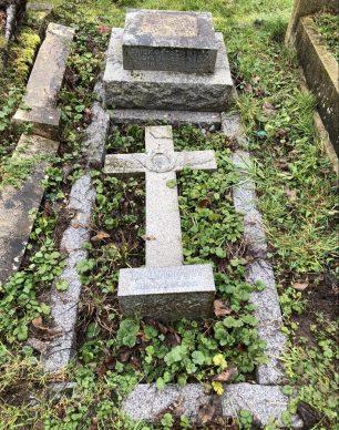 The grave of Erick Gutzeit Haug in Keston churchyard. | Photo by Gus