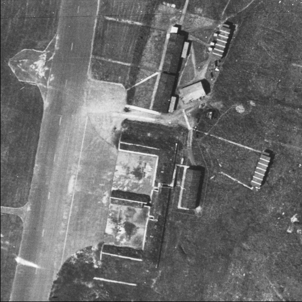 Blast Pen 2 from an Aerial Photograph of the Airfield from May 1947 | Historic England
