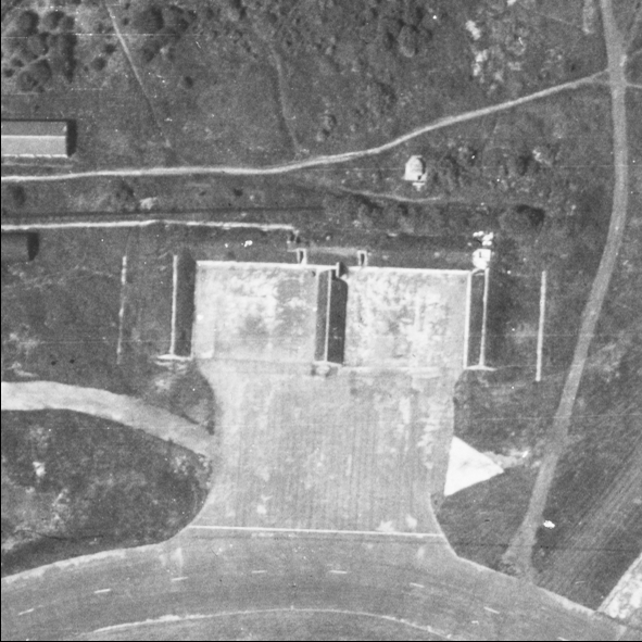 Blast Pen 5 from an Aerial Photograph of the Airfield from May 1947 | Historic England