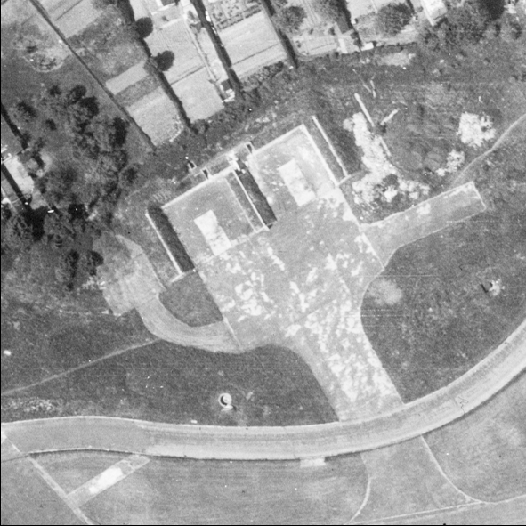 Blast Pen 9 from an Aerial Photograph of the Airfield from May 1947 | Historic England