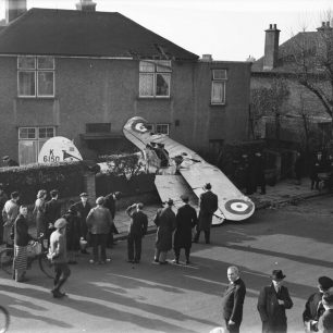 Bystanders at the crash site of Gloster Galdiator K6150, in Hove.  | Copyright unknown